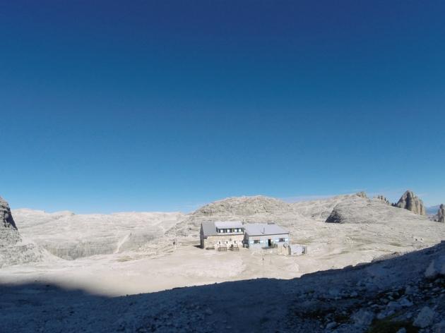 Blick auf die Boè-Hütte