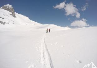 Durch einen breiten Graben bis zur Steilstufe unter dem Sonnblickkees.