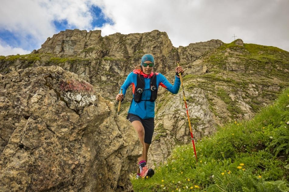 Stöcke beim Bergabgehen gezielt einsetzen!